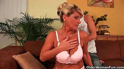 Mapi Summers Grandma, Cum Around