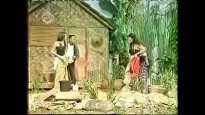 Sarah Azhari Tak Sengaja Kelihasuntan Payudaranya Saat Live OVJ