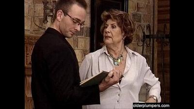 Busty granny enjoys bj with lynza outside