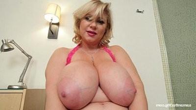 buxomy BBW MILF Samantha Drills Her Pussy With Dildo