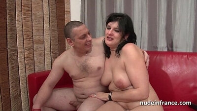 Chubby amateur french slut squirting and fucking