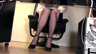 gamgy secretary fingering at the office in nylons