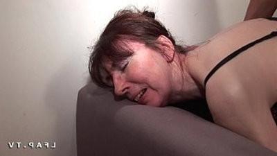 Mature francaise sodomisee knuckleee avec ejac buccale pour casting porno amateur