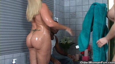 Complete anal spunk threesome for hot Milf