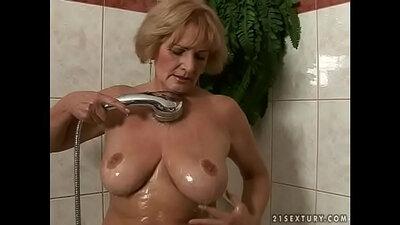 Bubble butt granny Tori Steam