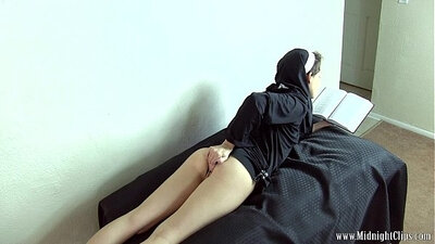 Bailey Paige getting herself off