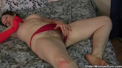 Tame mature mom maggots hairy pussy