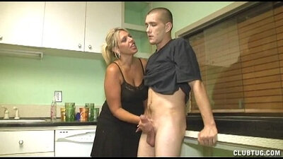 Jamie Lee Curtis Handjob Visiting milf kitchen