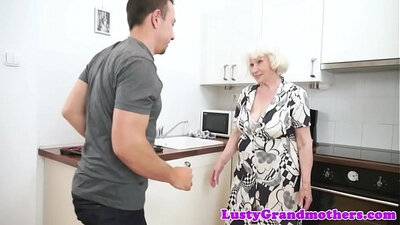 Chubby granny deep throating cock before workout