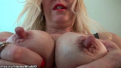 Nyloned milfs Raquel and Shelby need their bean fondlecouch