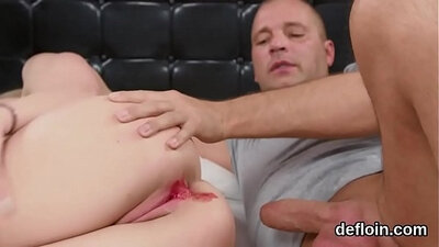Sexy chick spreads her cunt gaping hole