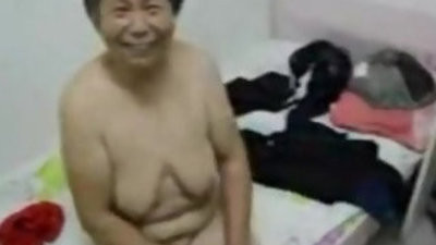 Asian grandma get dressed after hook up