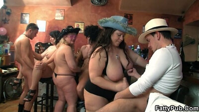 Sexy fat babe sucks beside large rod in groupsex orgy thatl