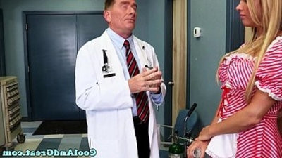 Nurse Samantha Saint getranssexual sperm sample on face