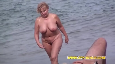 Amateur arabus nude beach show in public