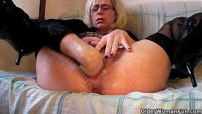 Chocolate haired stocking slut licks and fucks her hairy