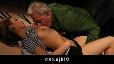 Old man got fuck from youthfull ash blondee