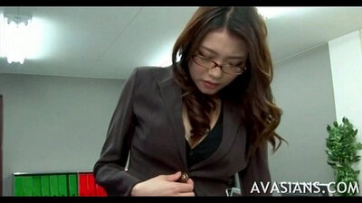 Asian secretary toyed and fingered in office