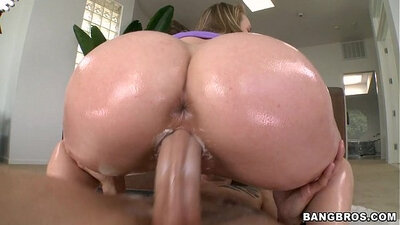 Tia Gets Her Pussy Fucked Creampie By Raven Stark