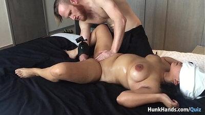 Big ass amateur girlfriend sitting on asian dude