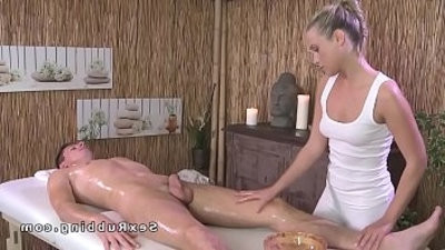 Naked stud gets mbootyage and sex with ash blondee mbootyeuse