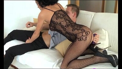 Cheap mature tramps double team jock with strapon and explode in the ring