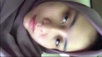 Jilbab Muslenderah Masturbating
