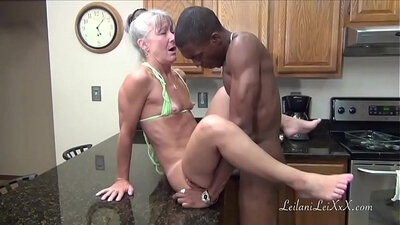 Amateur MILF requires facial in the kitchen
