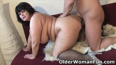 Fat mature mom gets a cumshot