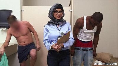 Arab suck and fuck long white cock xxx Mia Khalifa Tries A Big Black