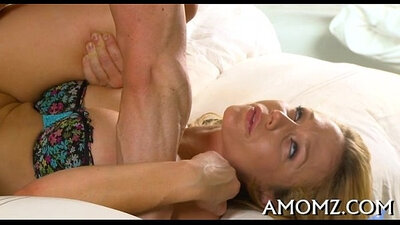Busty anal babe Riley Evans rides her tongue monster