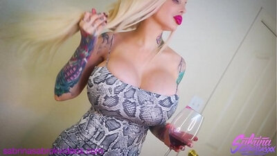 Busty blonde shakes her monstrous ass on POV video