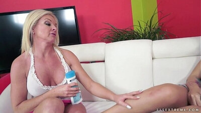 Chubby mature girlfriend sucking cum
