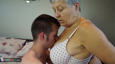 Chubby granny finally makes sex in tub