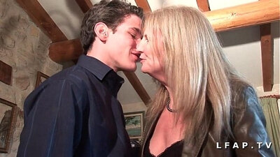 Casting of mature cougar getting banged