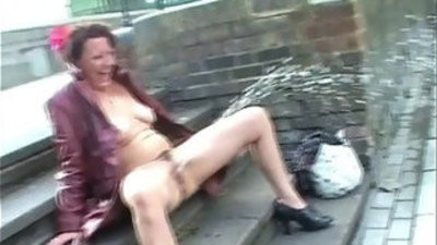 Hammersmith bridge public nakedness of shaz. crazy shaz public nakedness