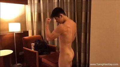 CastingMarmen camgirl fucks and assfucks with machine